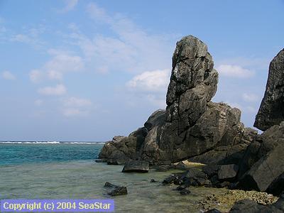 渡名喜の立神岩