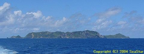 南東海上より島を望む