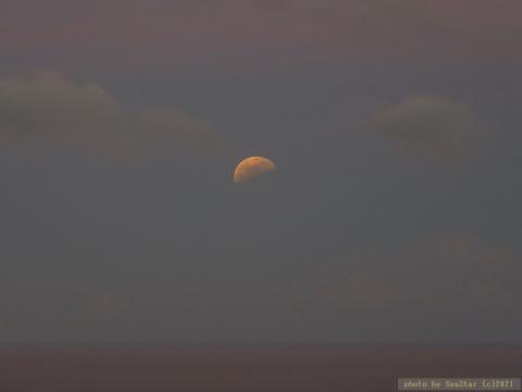 2021/05/26 19:18頃,月出帯食